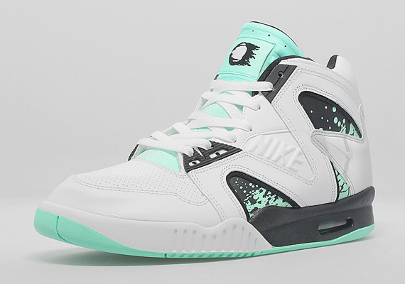nike-air-tech-challenge-ii-hybrid-qs-green-glow-new-images-1