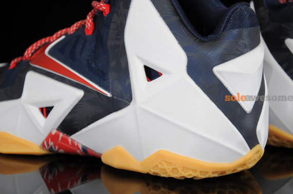 nike-lebron-xi-11-independence-day-new-images-7