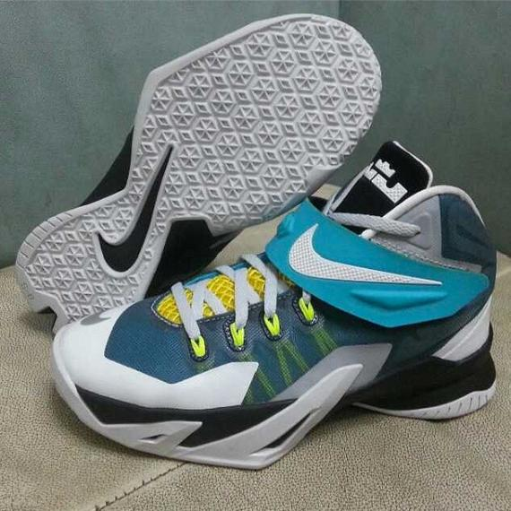 Nike LeBron Zoo...