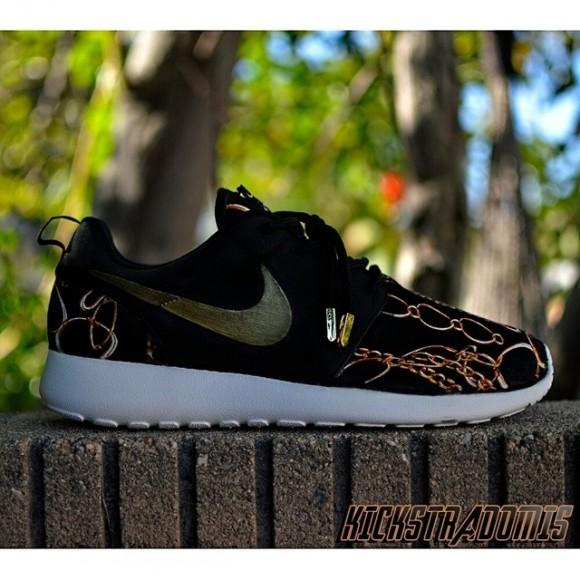 75b9f9db65dc3 Nike Roshe Run