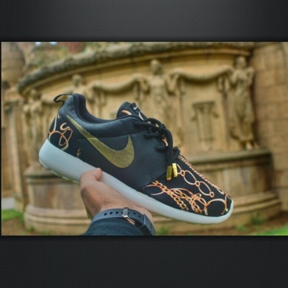 nike-roshe-run-midas-touch-customs-by-kickstradomis