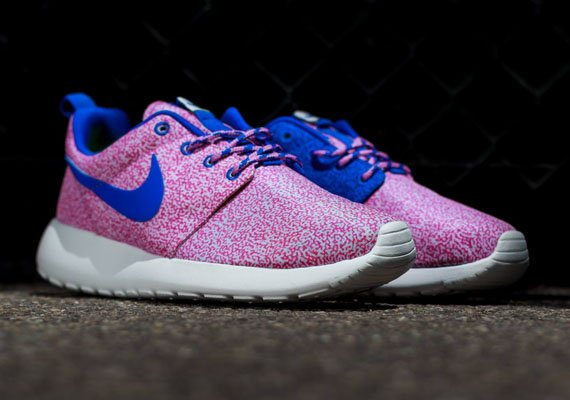 nike-wmns-roshe-run-print-summit-white-hyper-cobalt-light-magenta-volt-1