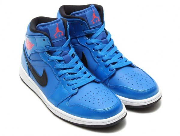 air-jordan-1-mid-sport-blue-infrared23-black-white-1
