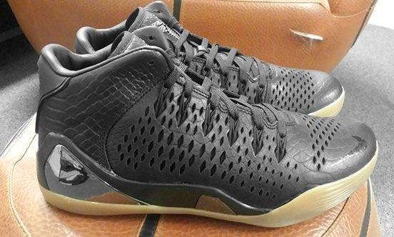 Nike Kobe 9 Mid EXT - First Look
