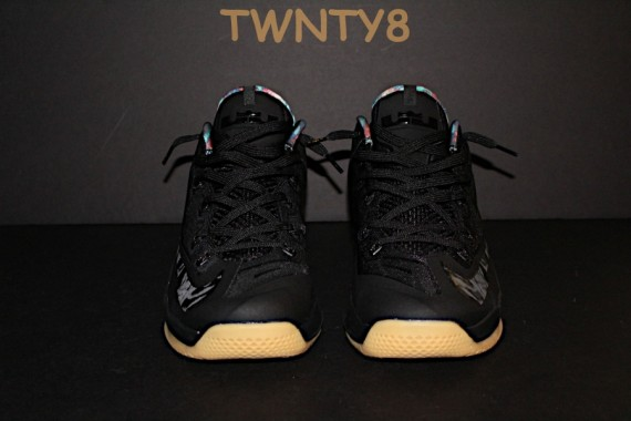 nike-lebron-xi-11-low-black-gum-new-images-3