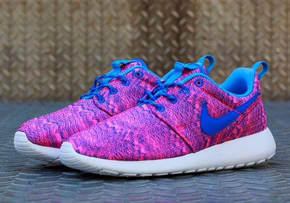 8437e8be24b9 Nike Roshe Run GS  Hyper Pink Hyper Cobalt-University Blue ...