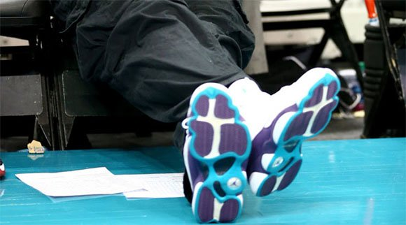 Michael Jordan Wears Air Jordan 13 Hornets