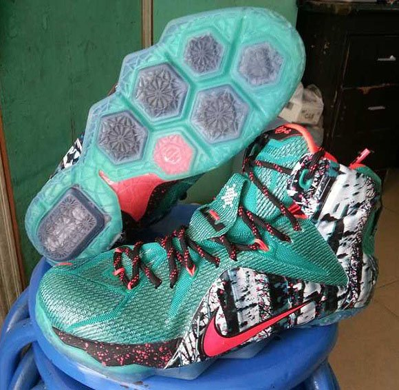 Nike LeBron 12 Christmas - First Look