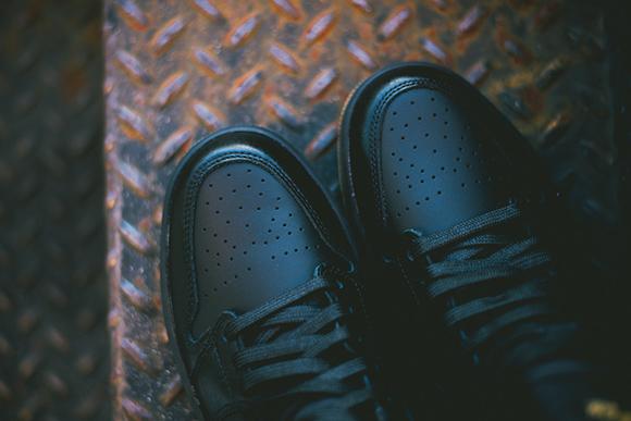 Air Jordan 1 Retro High OG Black Gum Detailed Look