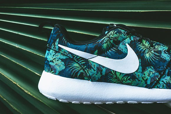 Nike Roshe Run Print Floral in Space Blue/Poison Green