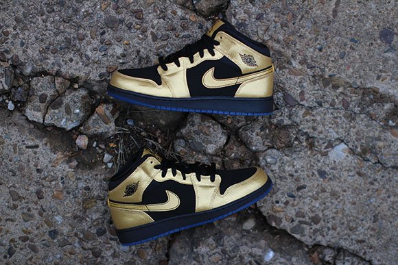 Air Jordan 1 Mid GS Metallic Gold Coin