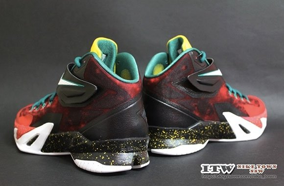 Nike Zoom Soldier 8 Christmas