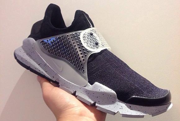 Fragment Design x Nike Sock Dart Oreo Sample