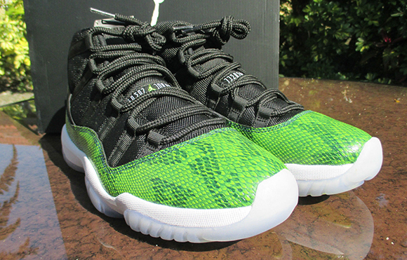 Air Jordan 11 Mid Green Snakeskin