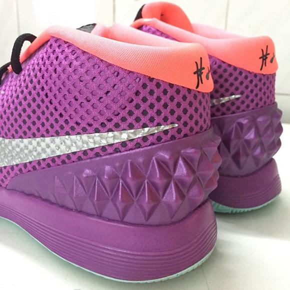 Nike Kyrie 1 Medium Berry Easter