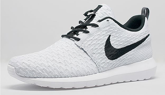 brand new b0707 740b4 Nike Flyknit Roshe Run White / Black | SneakerFiles