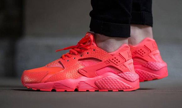 low priced 176d4 16182 Nike Air Huarache Womens Hot Lava
