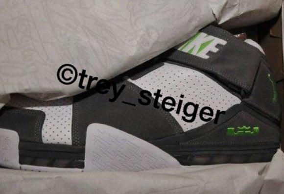 Nike LeBron 2 Dunkman Retro