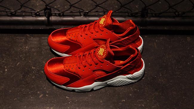 Nike Huarache Rojo Y Blanco En Los Pies JQPJyQc9Z