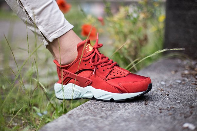 Nike Air Huarache Cinnamon On Feet