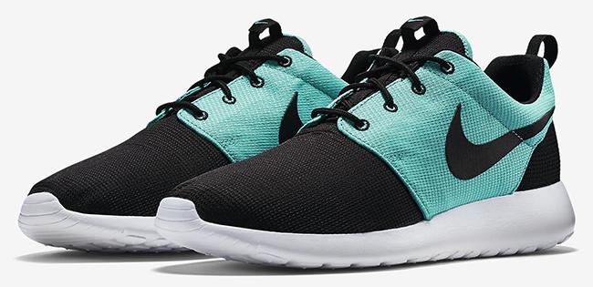 official photos aec4a 9727a Nike Roshe Run Black Light Retro