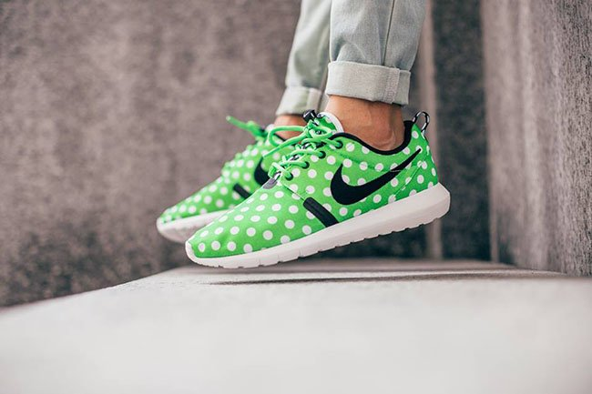 Nike Roshe Run NM Polka Dot Green On Feet