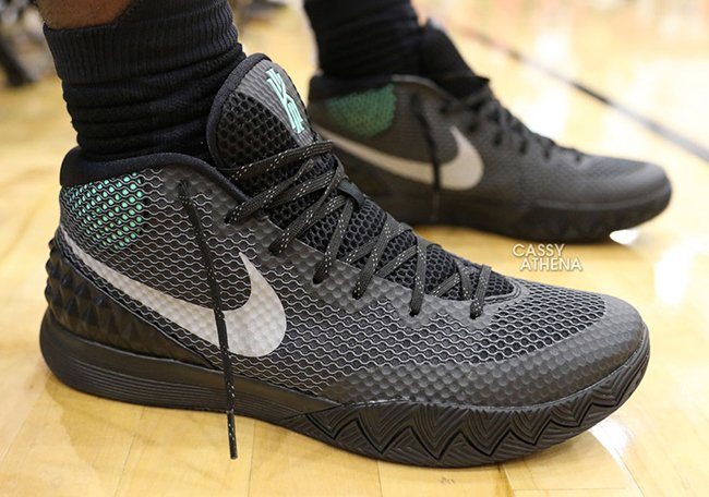 Kyrie Irving Nike Kyrie 1 Green Glow