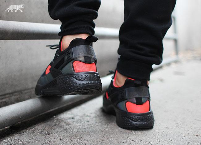 low priced 8588e e7285 Nike Air Huarache Utility PRM Hologram | SneakerFiles