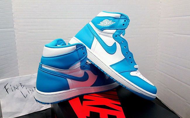 Air Jordan 1 Retro High OG UNC