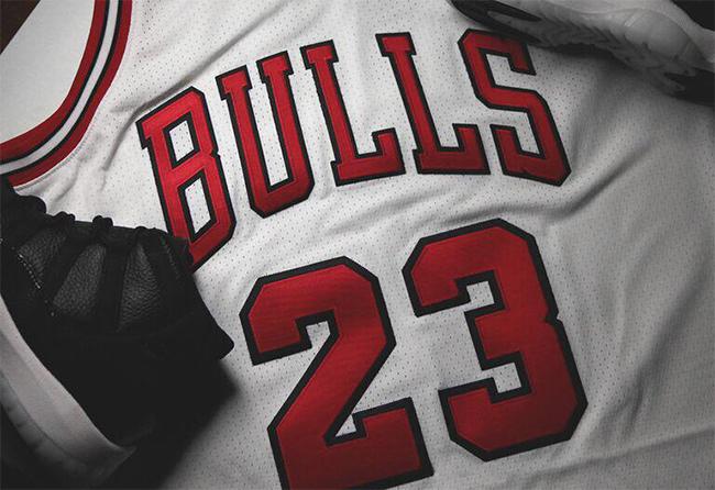 Michael Jordan Mitchell Ness 72-10 Jersey