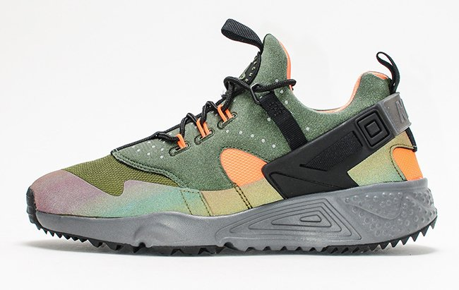 official photos 624f4 d2a1f Nike Air Huarache Utility Carbon Green