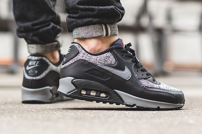 reputable site 6565e 3bd81 Nike Air Max 90 Essential Black On Feet airborne.nu