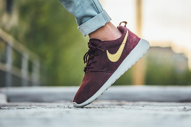 Nike Roshe One Suede Mahogany | SneakerFiles