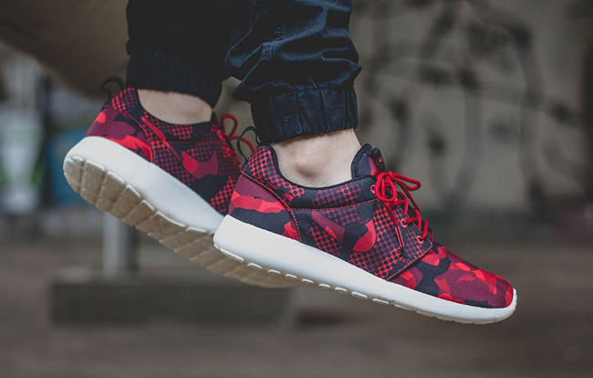 nike roshe run trainers in red camouflage