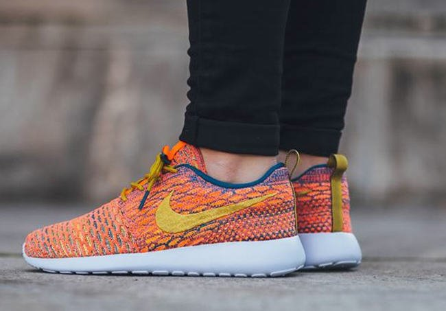 cheap for discount c7b94 b9d9a Nike WMNS Roshe One Flyknit Sunset Glow