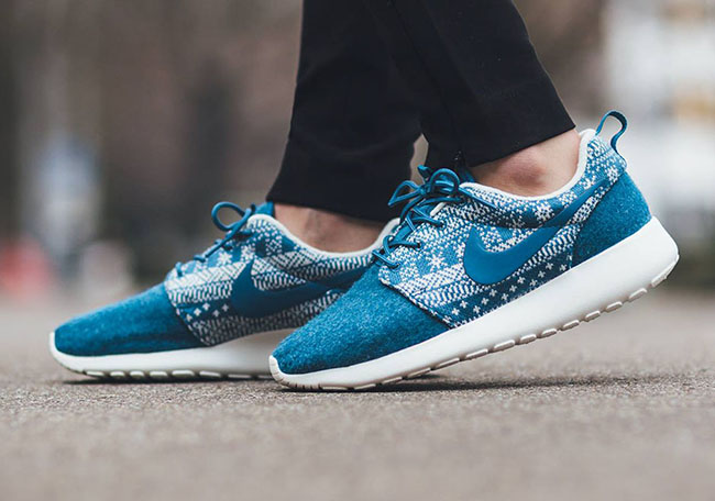 Nike Roshe One Winter Christmas Sweater Blue