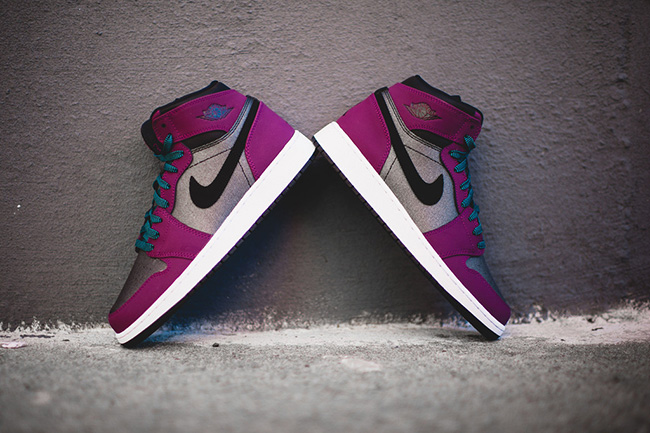 online store 66ef1 a787d Air Jordan 1 High GS Mulberry Blue Black | SneakerFiles