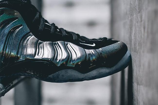 Hologram Nike Foamposite One Retail
