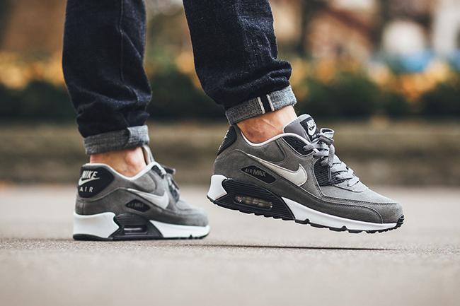 después del colegio Engreído Consulta  Nike Air Max 90 Leather Tumbled Grey | SneakerFiles