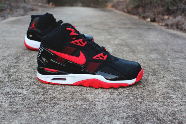 red and black nike air trainer