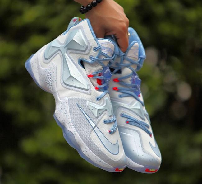 wholesale dealer e8553 47f4a Christmas Nike LeBron 13