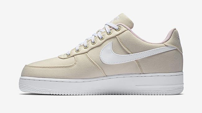 Air Force 1 Trainers. Nike LU.