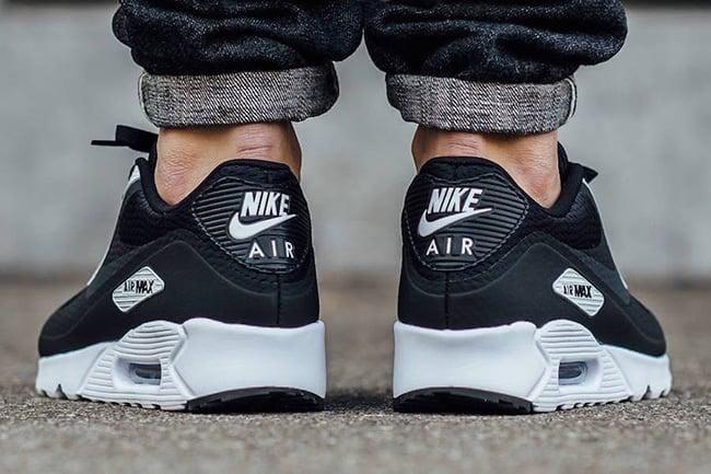 595081c934 ... Air Max 90 Essential Black On Feet ...