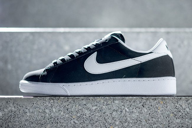the latest 7fdaf cf7fb Nike Tennis Classic Black White