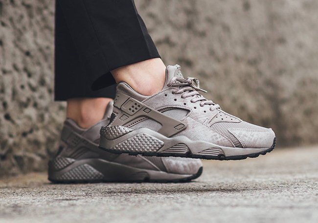 Nike WMNS Air Huarache Iron