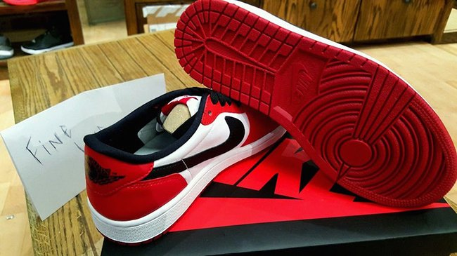Air Jordan 1 Low OG Chicago 705329-600