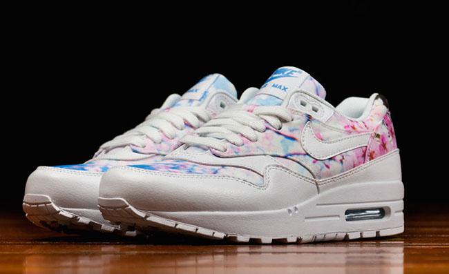 35a097744a19 Nike Sportswear Cherry Blossom Pack