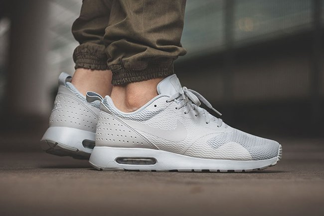 Nike Air Max Tavas SE Black White Latest