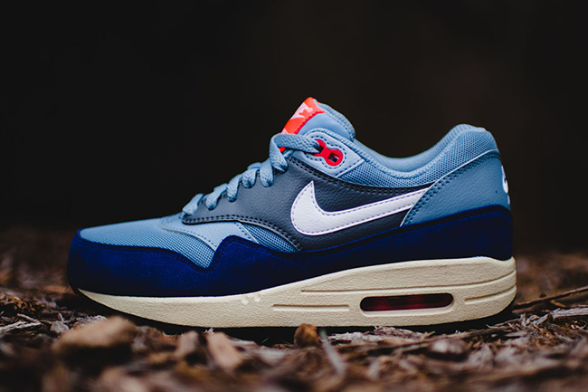 nike wmns air max 1 essential - blue / bright crimson