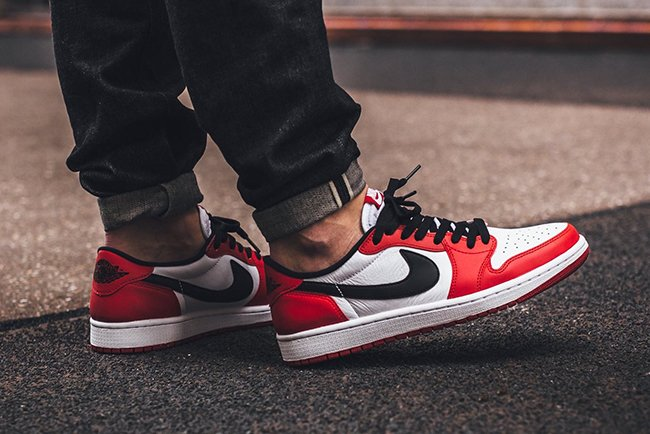 On Feet Air Jordan 1 Low Chicago